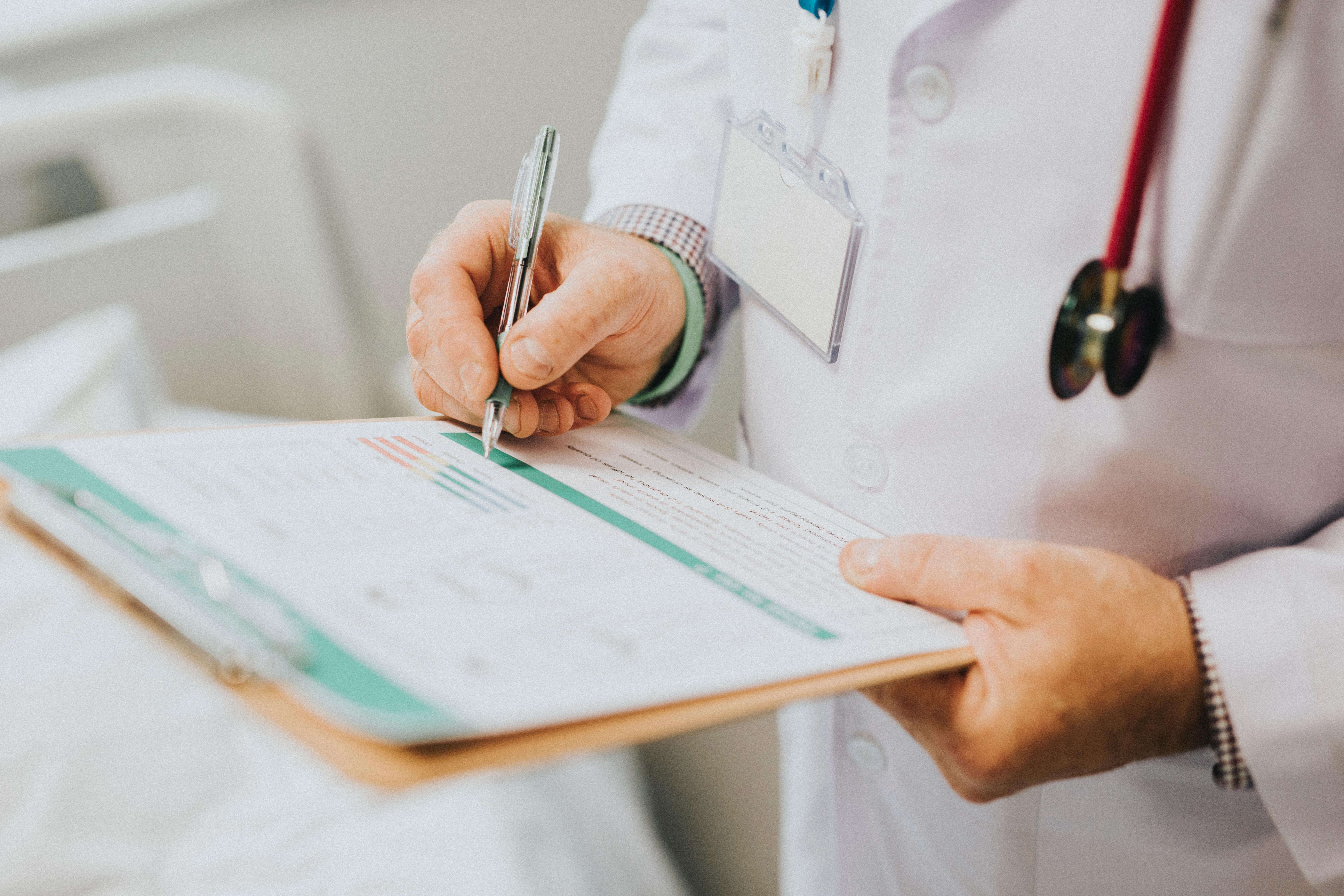 Plano deve reembolsar despesa em hospital não credenciado, nos limites da tabela, mesmo não sendo urgência ou emergência