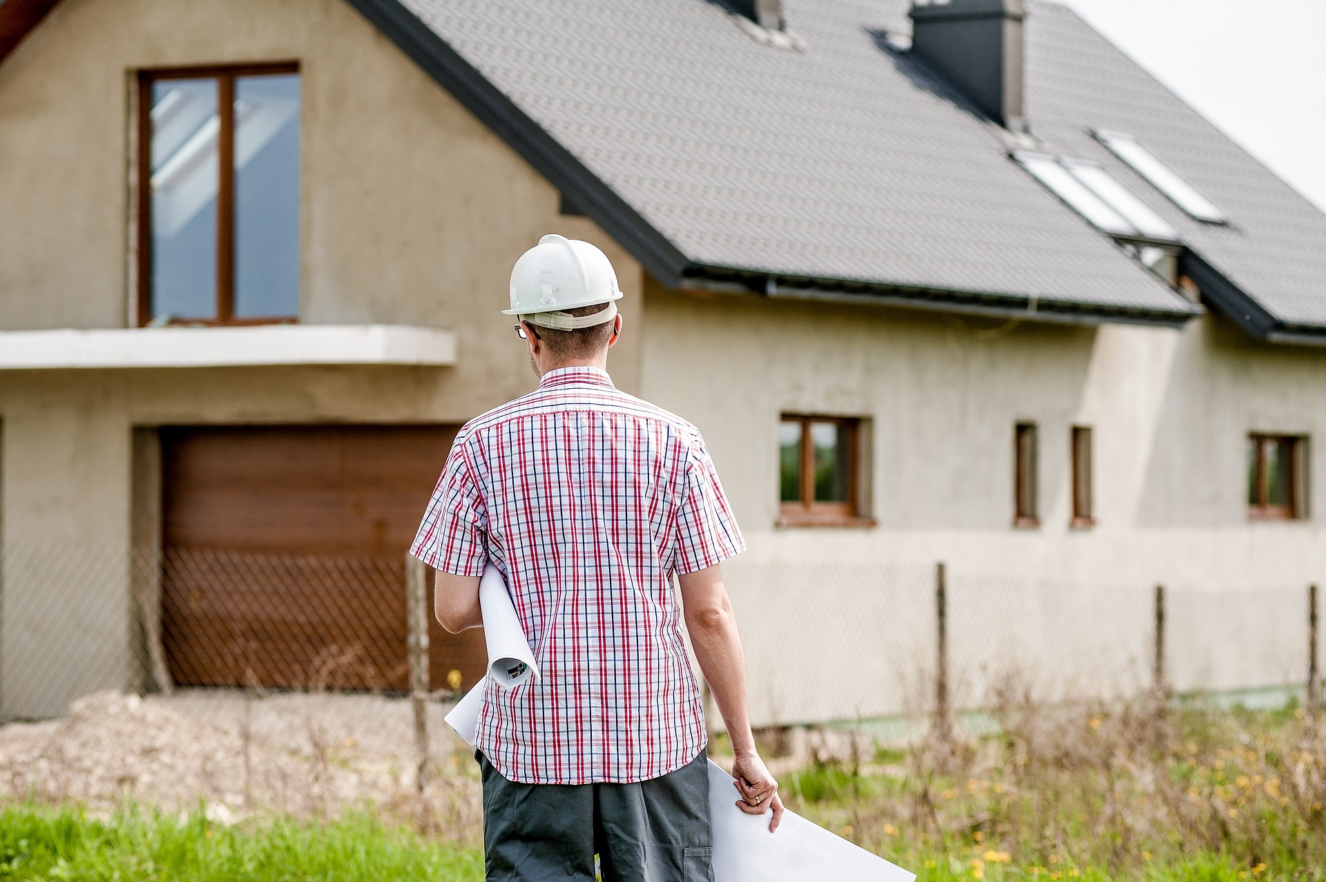 Alienação fiduciária entre construtora e agente financeiro não tem eficácia contra comprador do imóvel