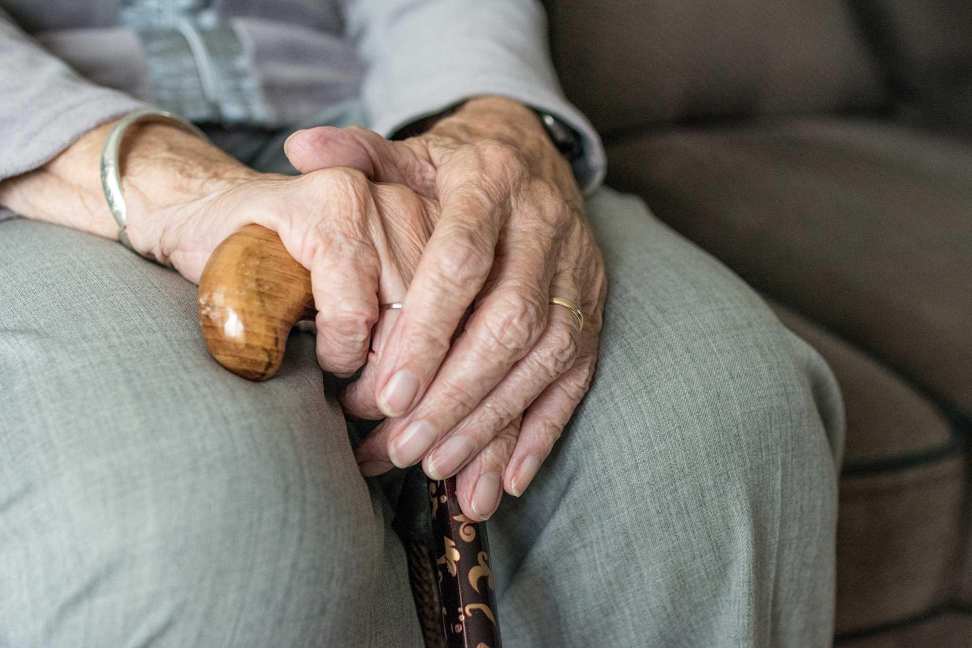Pedido de prioridade de tramitação processual por idade deve ser feito pelo próprio idoso