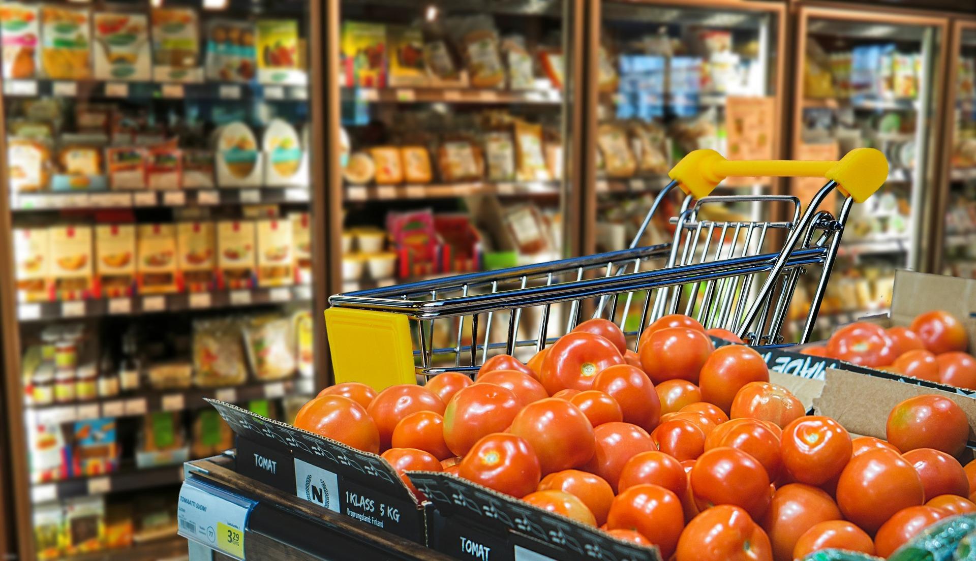 Supermercado indenizará mulher por venda de alimentos impróprios para consumo