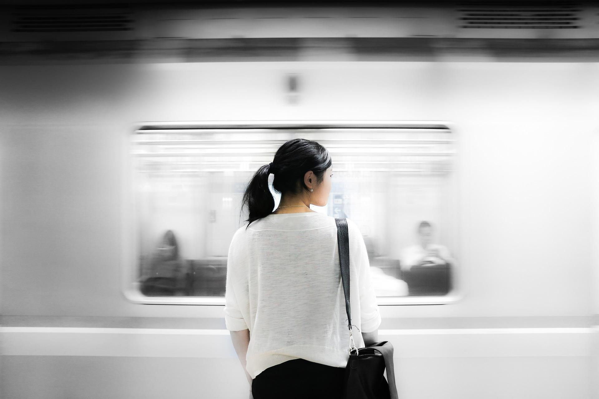 Metrô deve indenizar passageiro assaltado em estação
