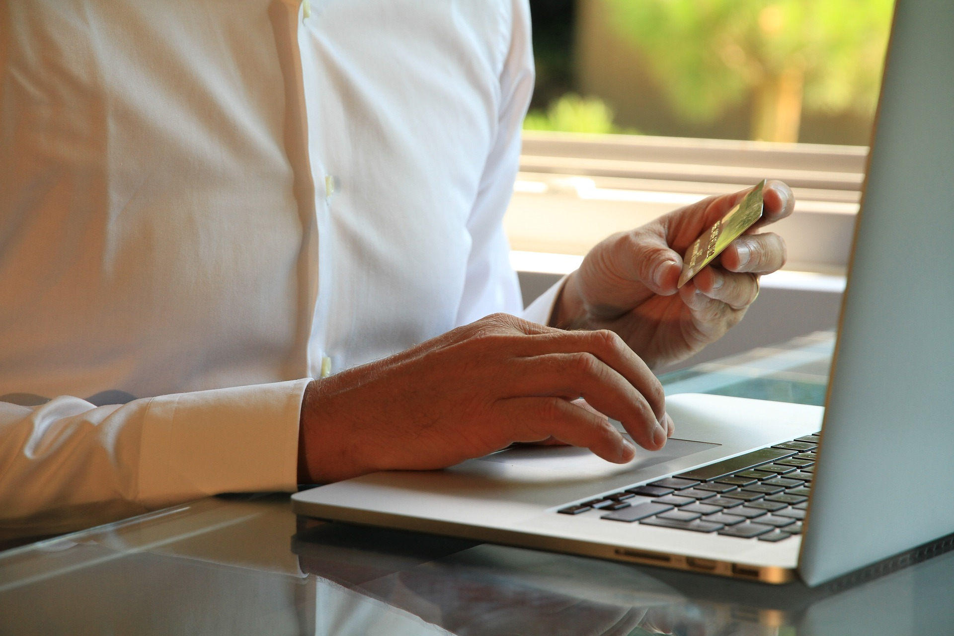 Empresa indeniza consumidora que comprou em site falso